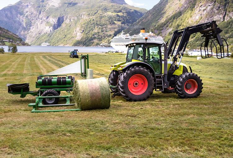 Macchine agricole_Trattore - Avvolgitore rotoballe